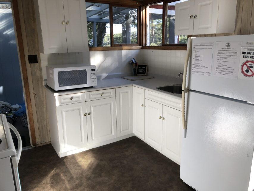Cabin 7 Kitchen | Tyc's Blindfold Lake Resort