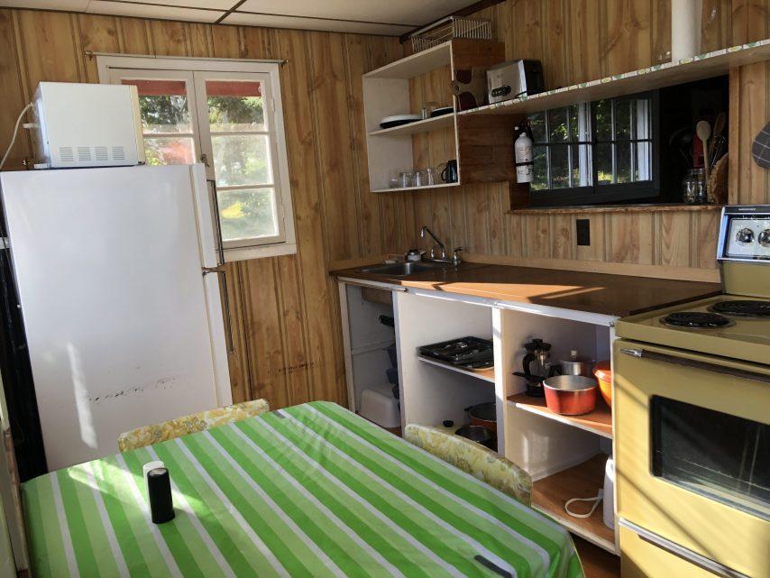 Cabin 6 Kitchen | Tyc's Blindfold Lake Resort